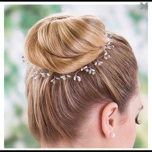 Silver pearl vine hair accessory